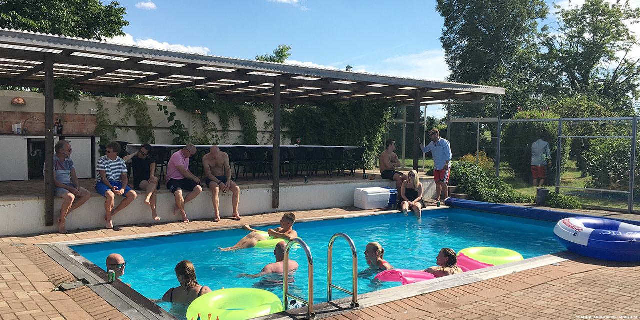 Ett party vid poolen |©Janne A