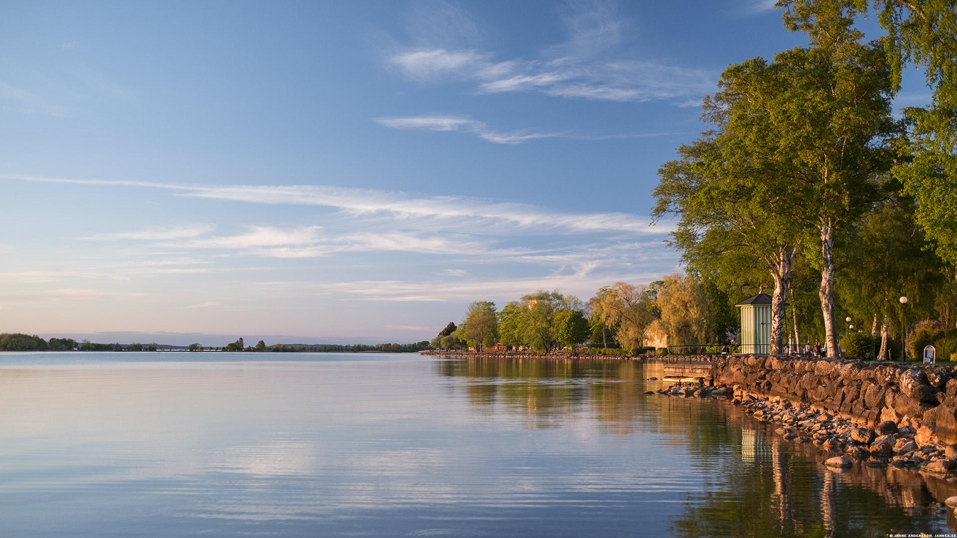 Strandpromenaden i Vadstena och Vättern |©Janne A