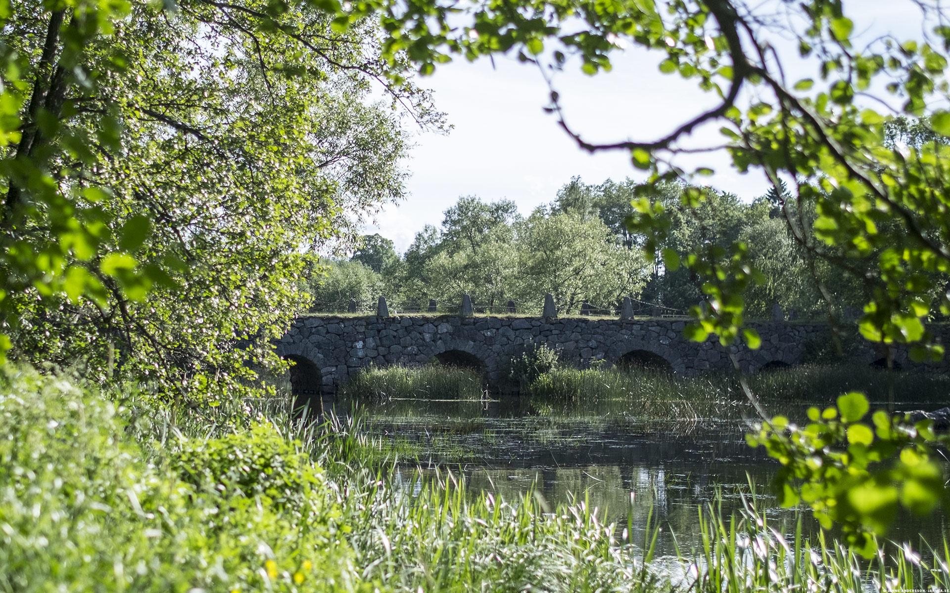 Den gamla stenbron över Svartån vid Öjebro |© Janne A