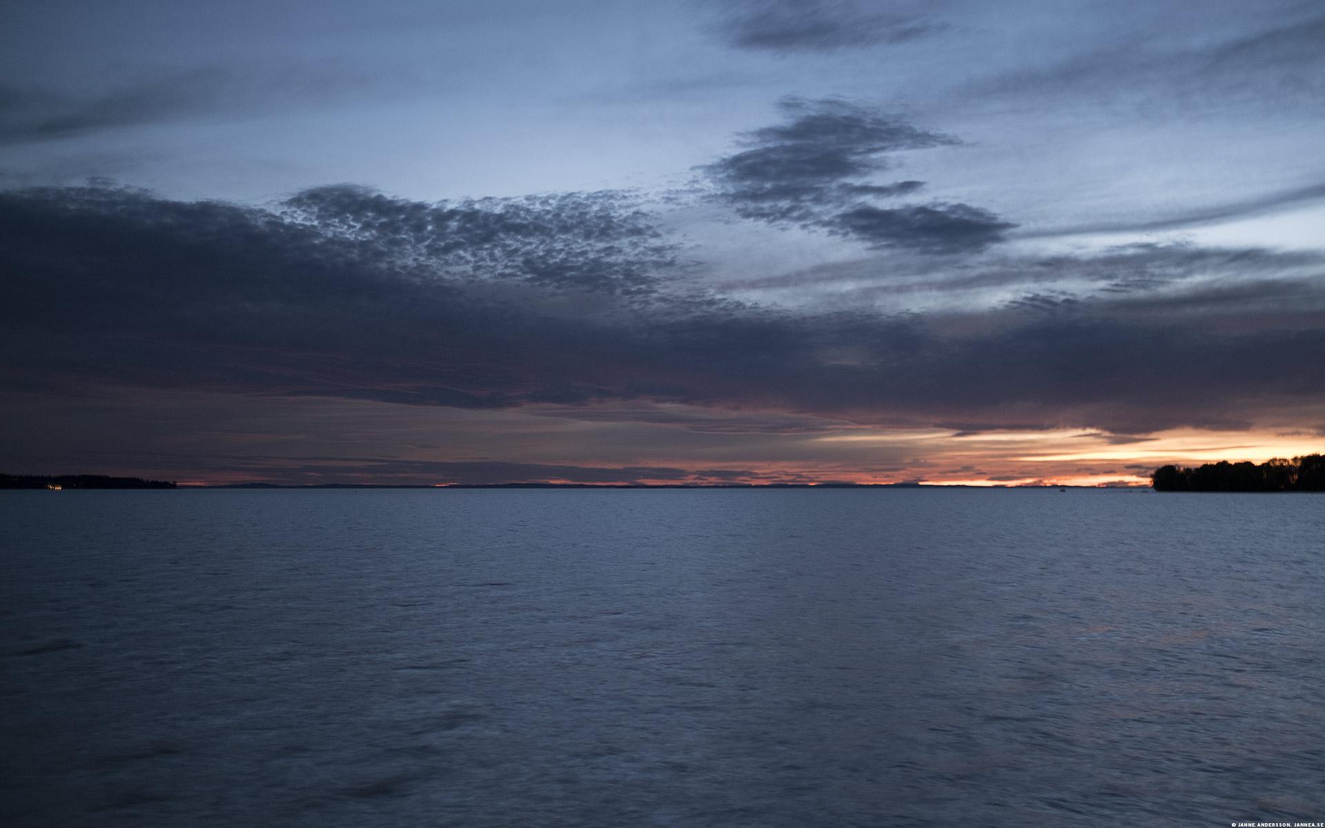 Midnattsljus över Vättern  ©Janne A