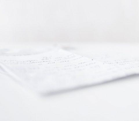 Beatrice – ett Jehovas vittne skickar brev  © Janne A
