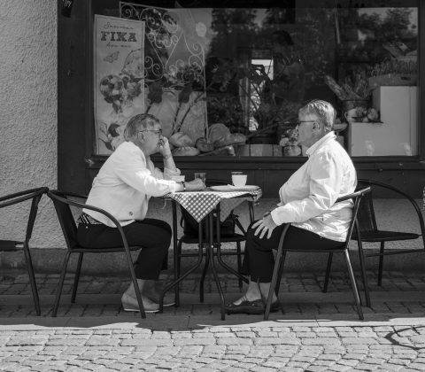 Två tanter som fikar i Vadstena |© Janne A