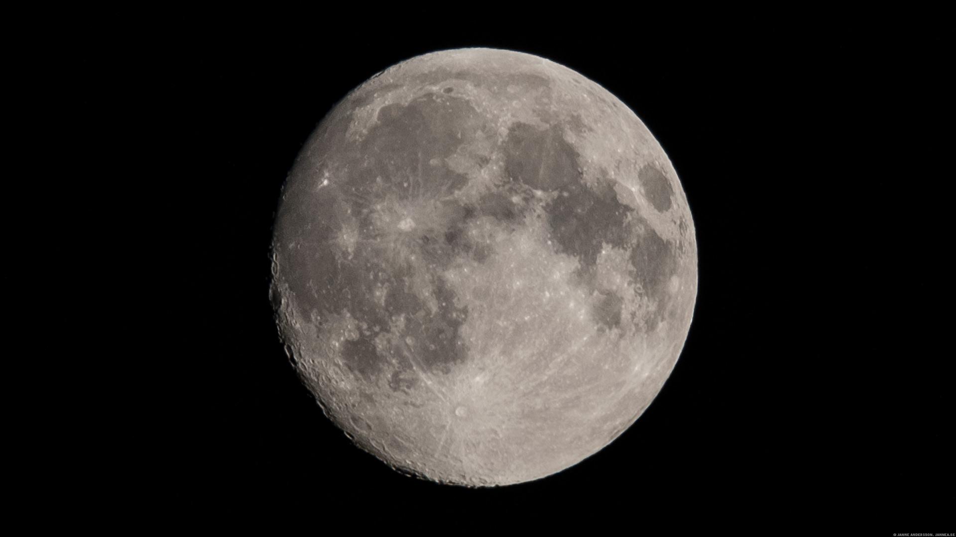 Nästan fullmåne  ©Janne A