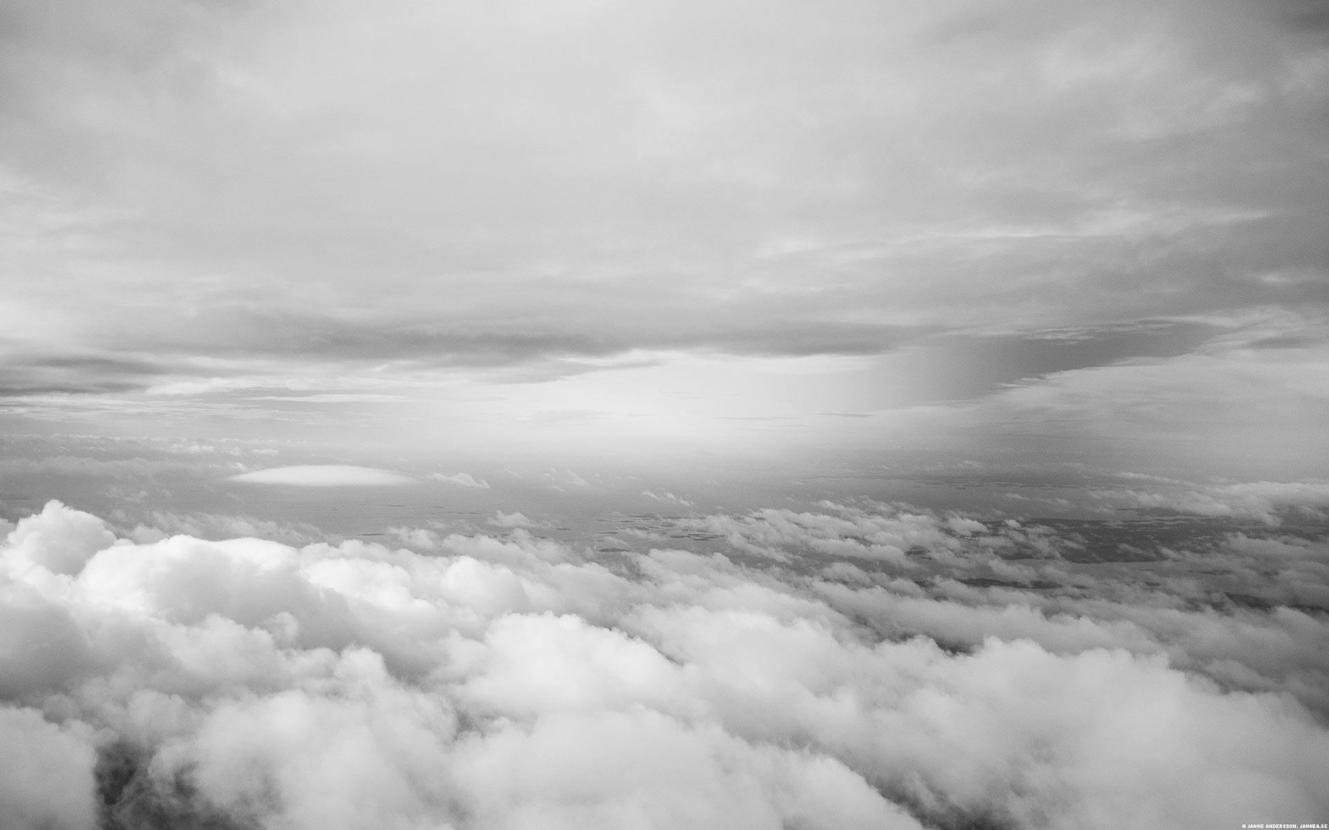 Mellan molnen, högt däruppe| @Janne A