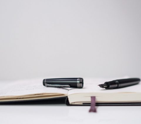 Sailor Professional Gear Imperial Black and a Moleskine | © Janne A