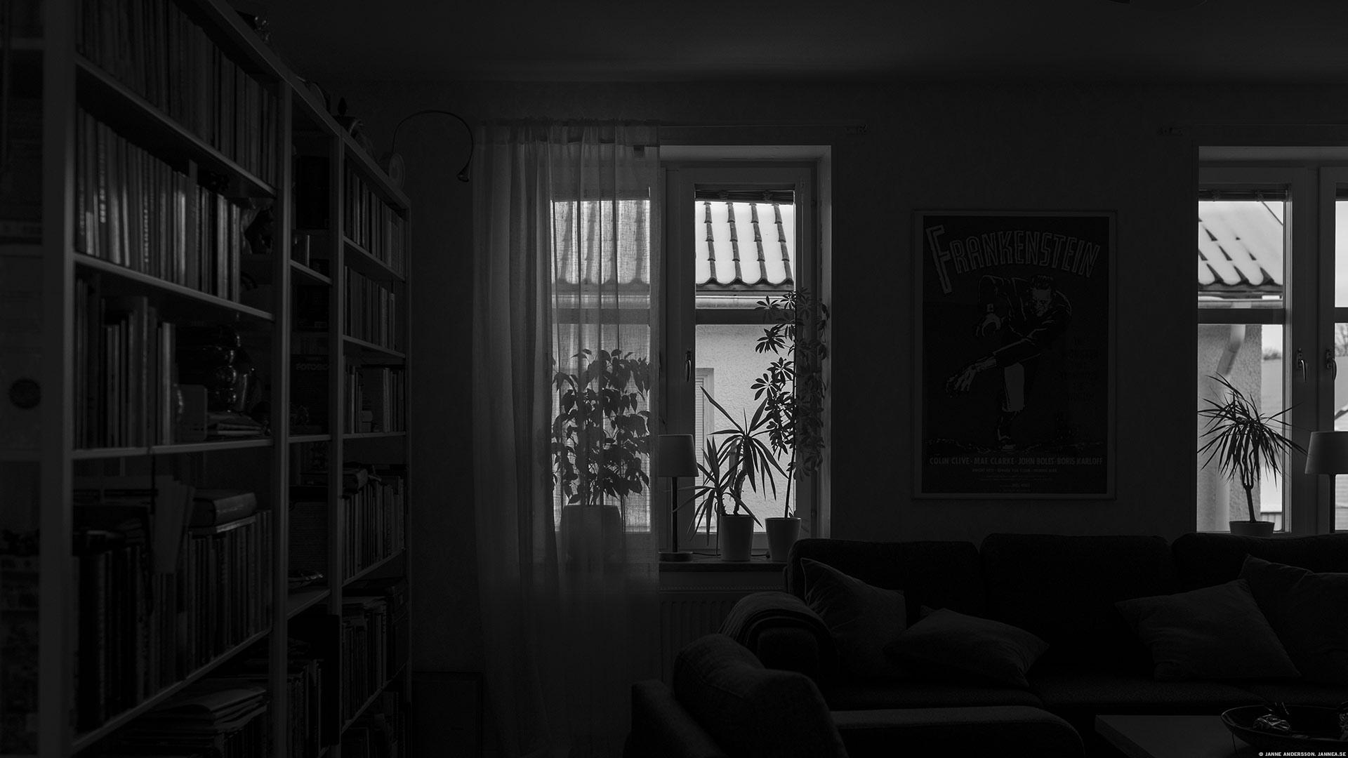 Fönster och ett mörkt rum |©Janne A