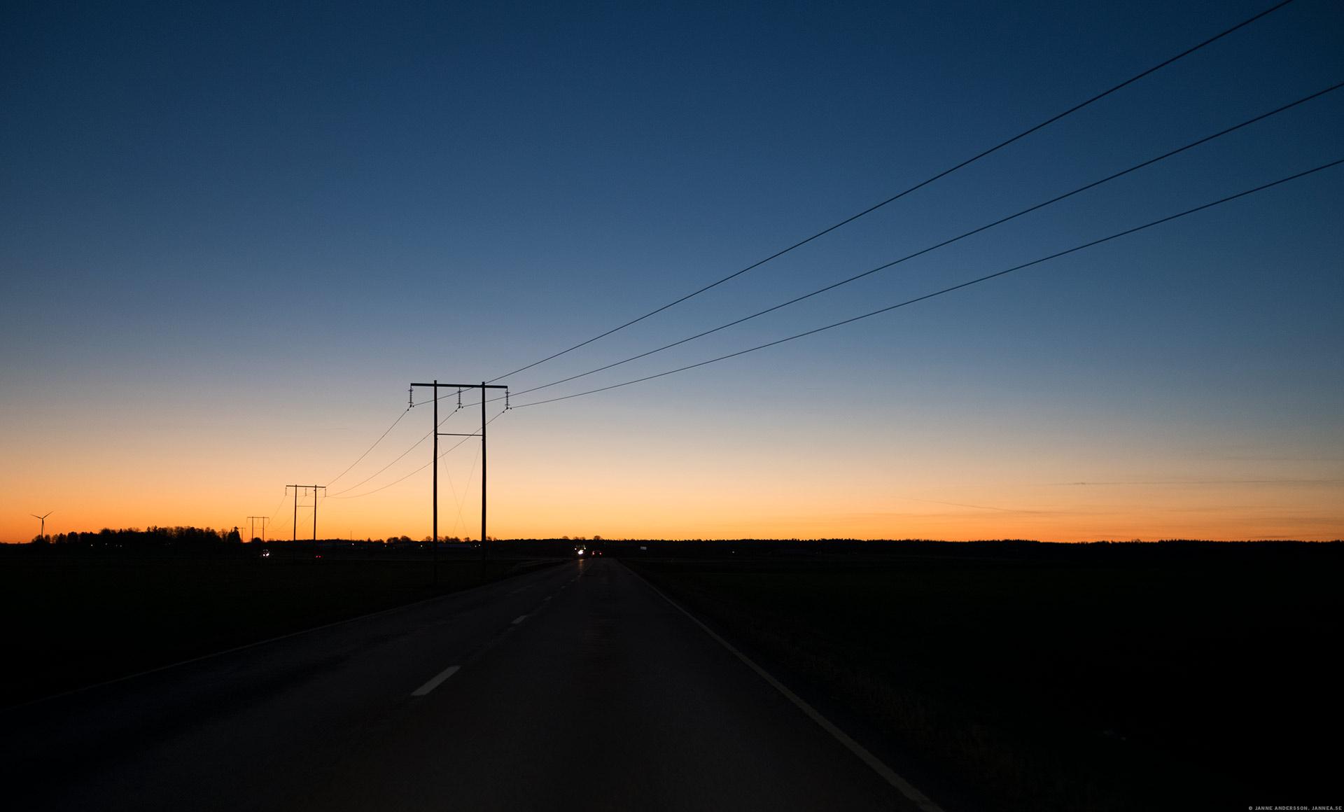 Snygg morgon och stolpar på slätten|© Janne A