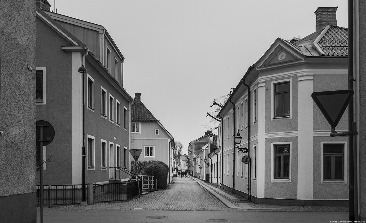 Hovsgatan i Vadstena och kylan kryper på  © Janne A
