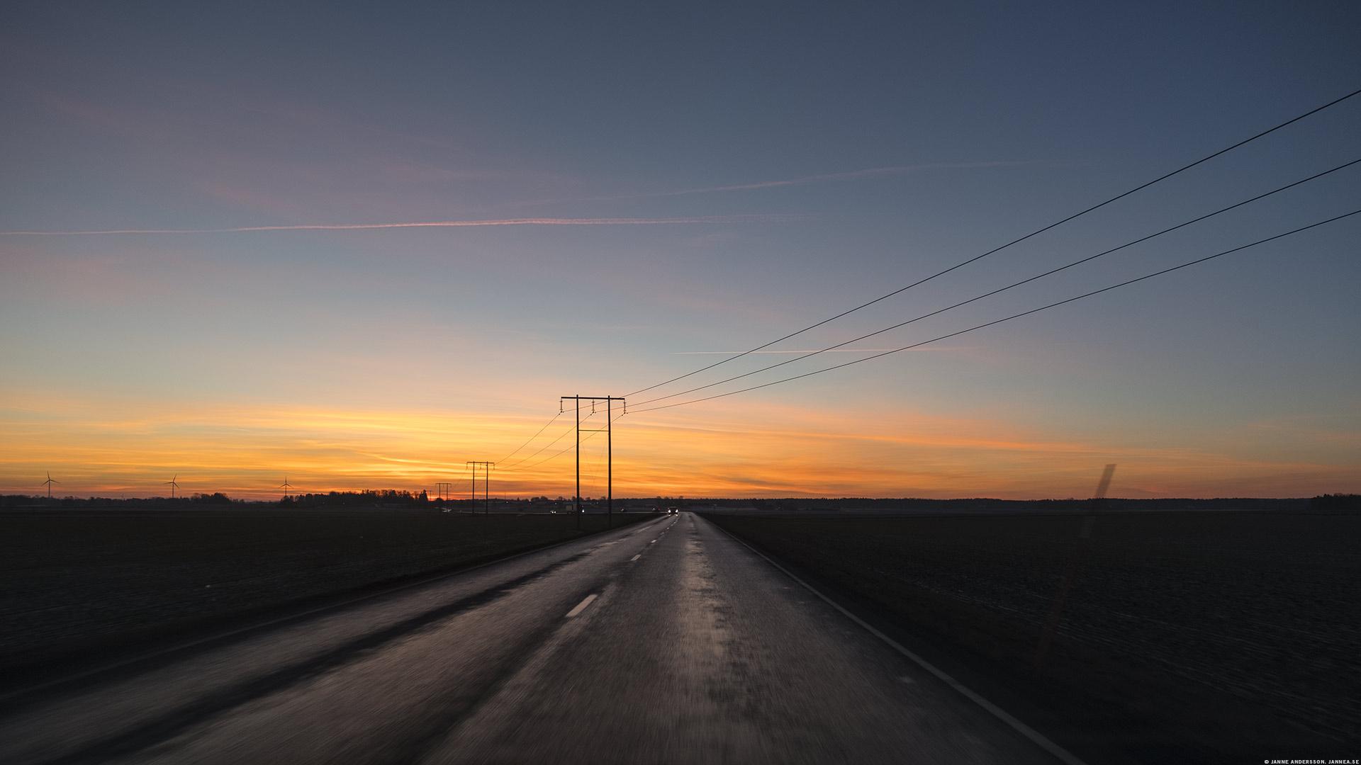 Morgonpendling med morgonljus och stolpar, del 35 |©Janne A