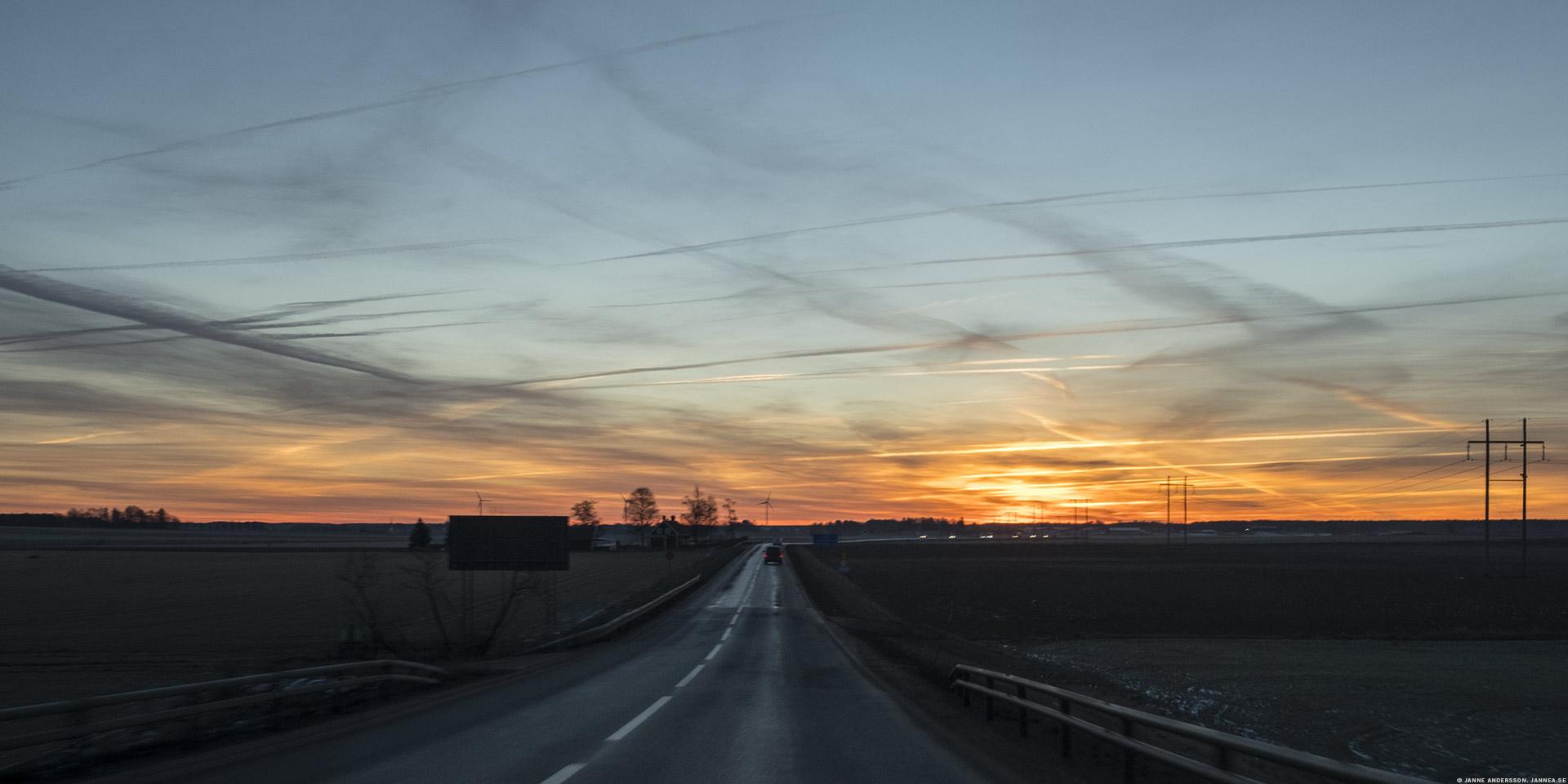 Morgonhimmel och väg 206 |© Janne A