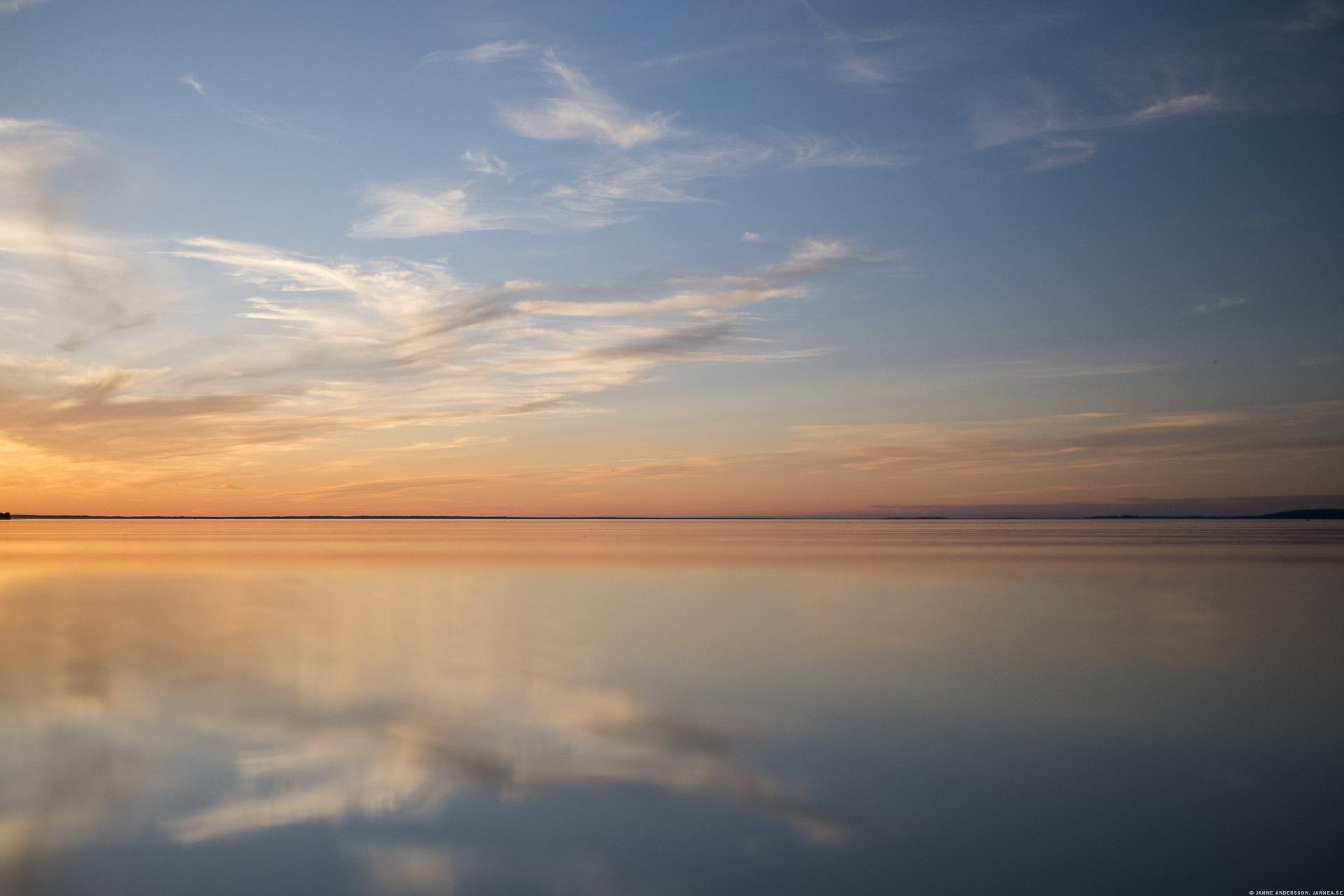 En alldeles stilla Vättern i solnedgång |©Janne A