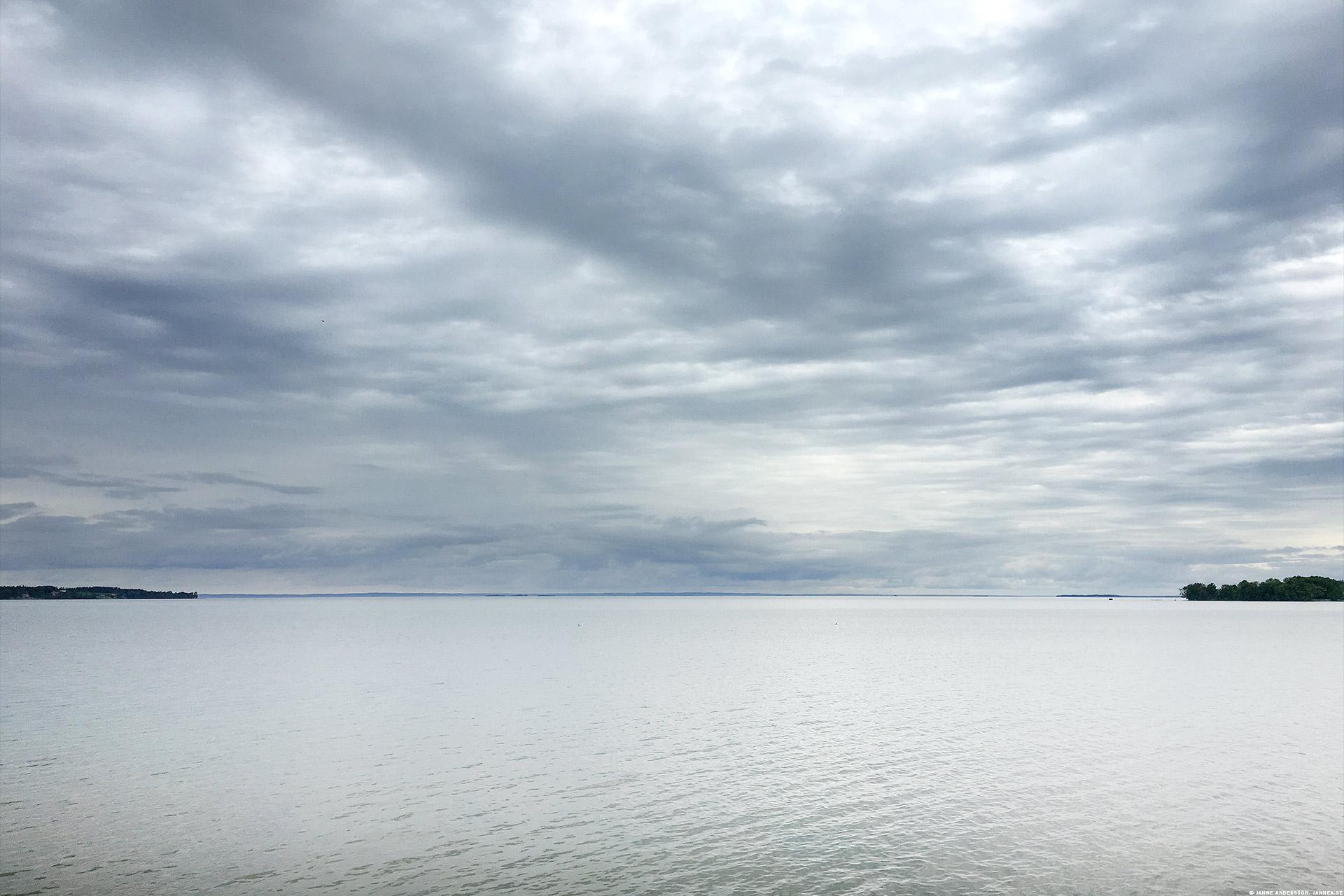 Molniga moln över Vättern |© Janne A