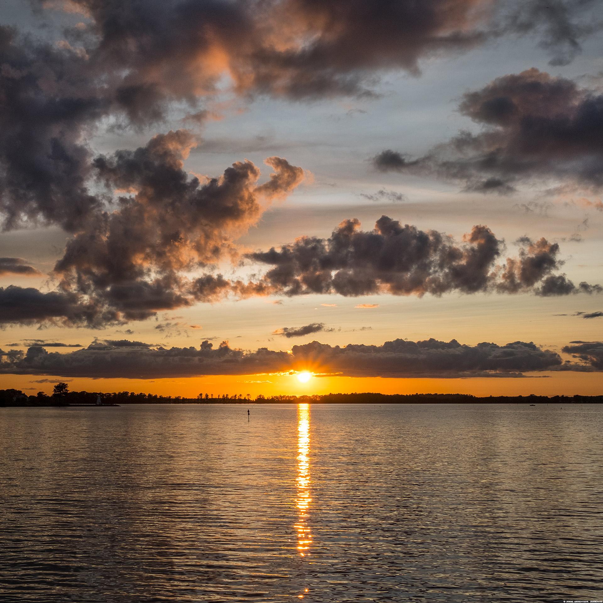 En solnedgång över Vadstenaviken |©Janne A