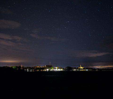 Vadstena under en stjärnhimmel |©Janne A