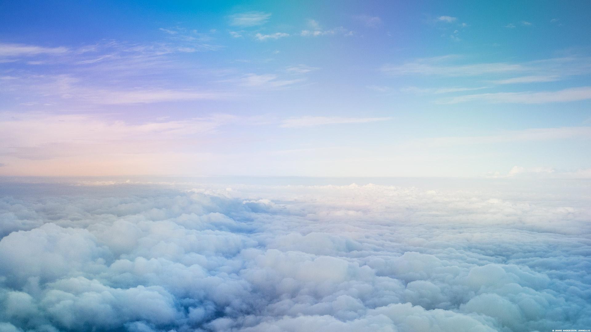 Blå himmel över molnen |©Janne A