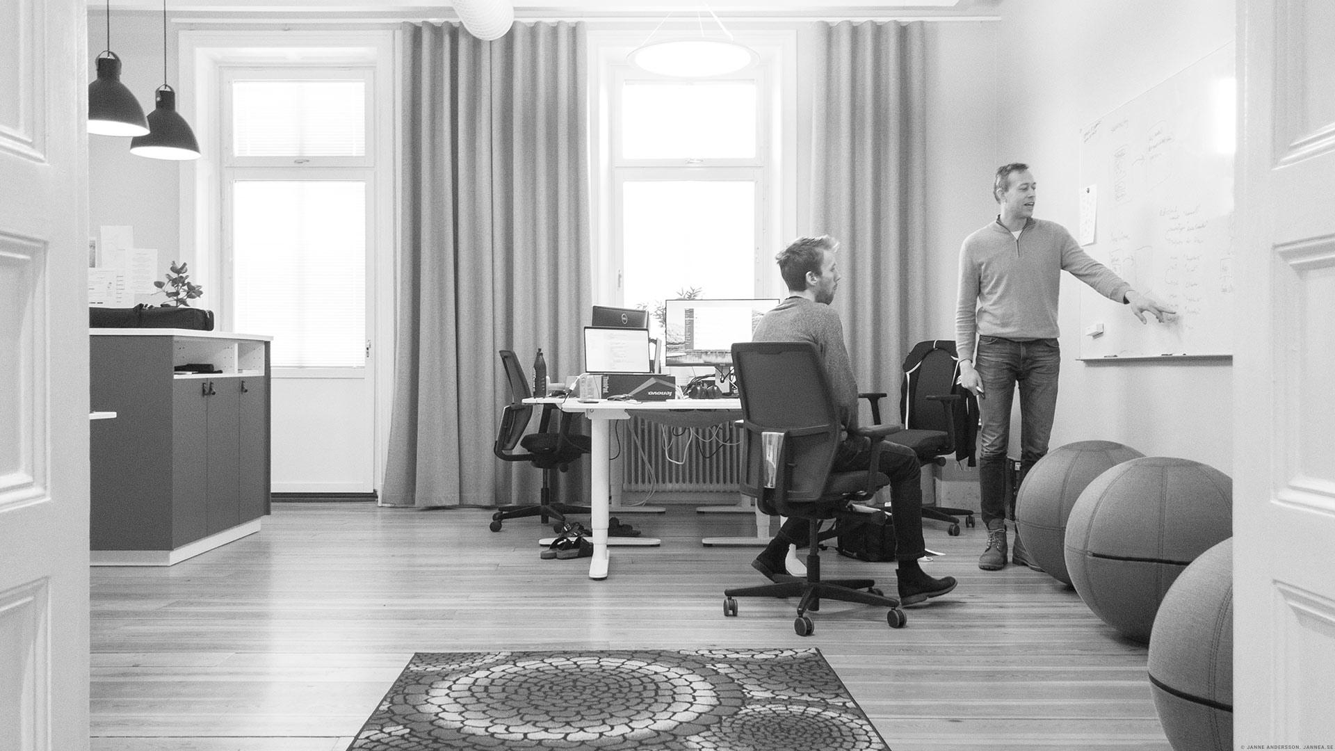 På jobbet pratar de |© Janne A