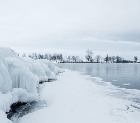 Istäckt mur ute i sjön | © Janne A