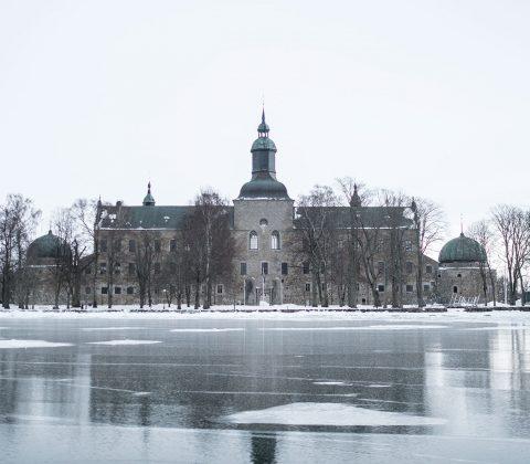 Vadstena Slott och istäckt Vättern |©Janne A