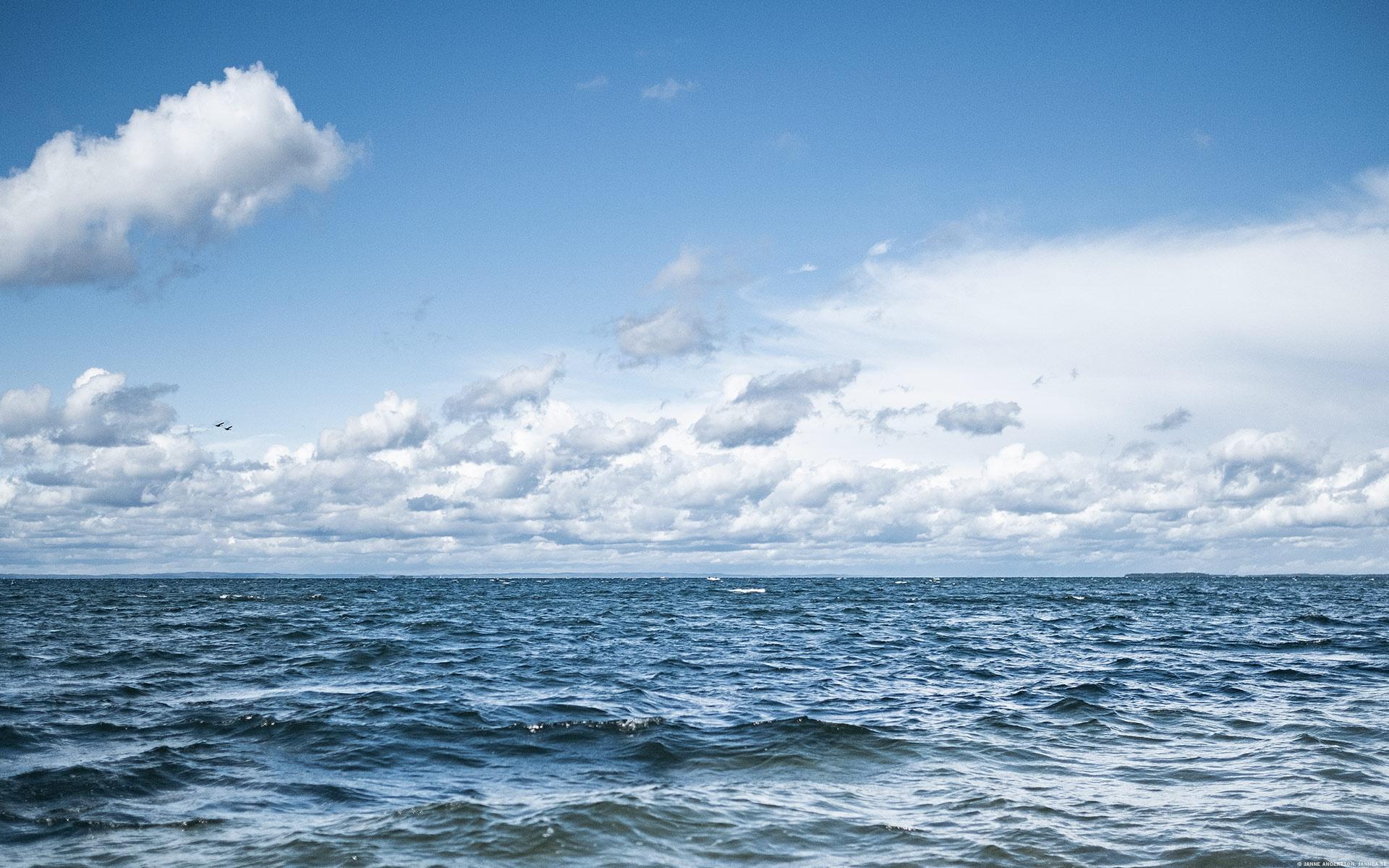 Blåsig dag på strandpromenaden, Vadstena |© Janne A
