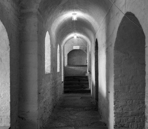 Korridoren mellan trapporna. Vadstena Slott.   © Janne A