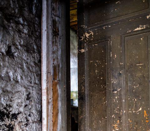 Bakom en dörr döljer sig något annat |©Janne A