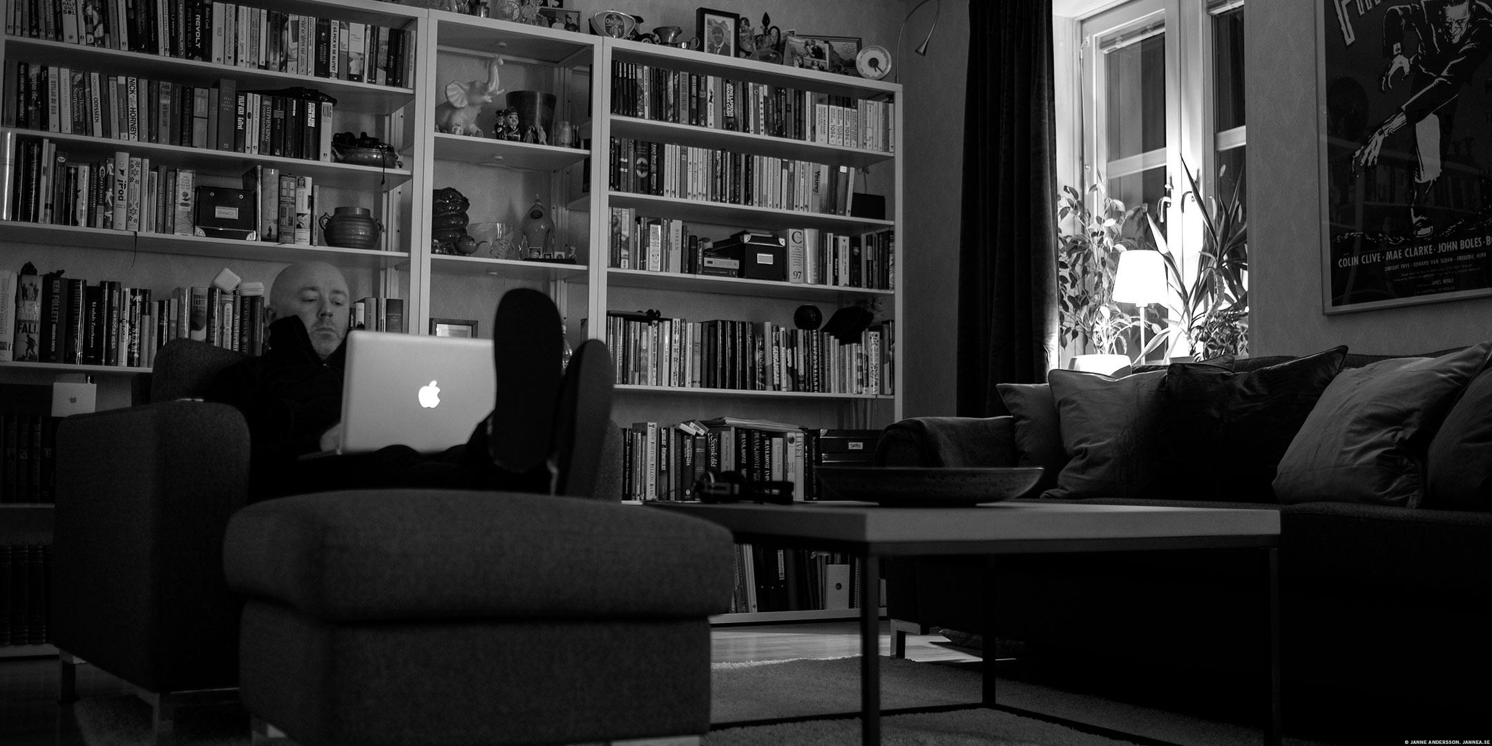 Latsöndag, halvslumrande i fåtöljen |© Janne A