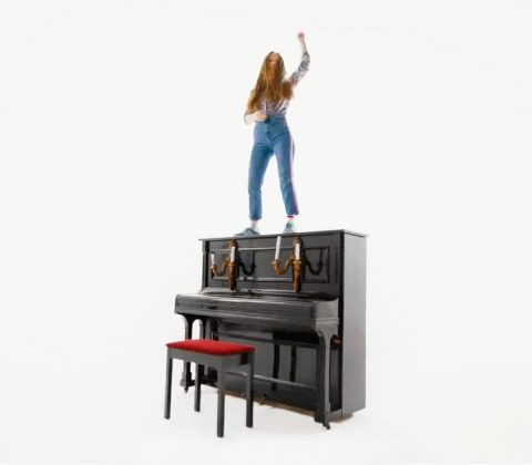 "Sigrid ""Sucker punch"" (still from the video)"