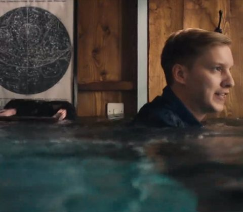 "George Ezra ""Hold my girl"""