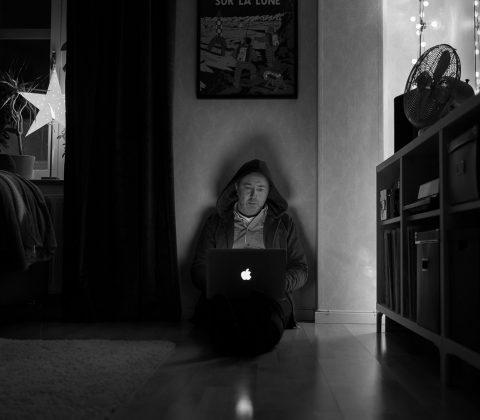 En Jan på ett golv | © Janne A