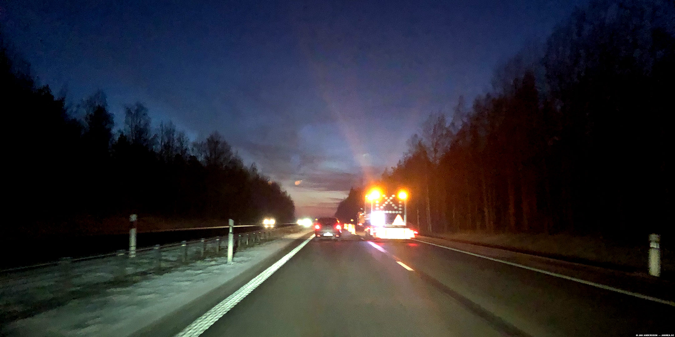 Stilla på motorvägen och sen iväg igen |© Jan Andersson