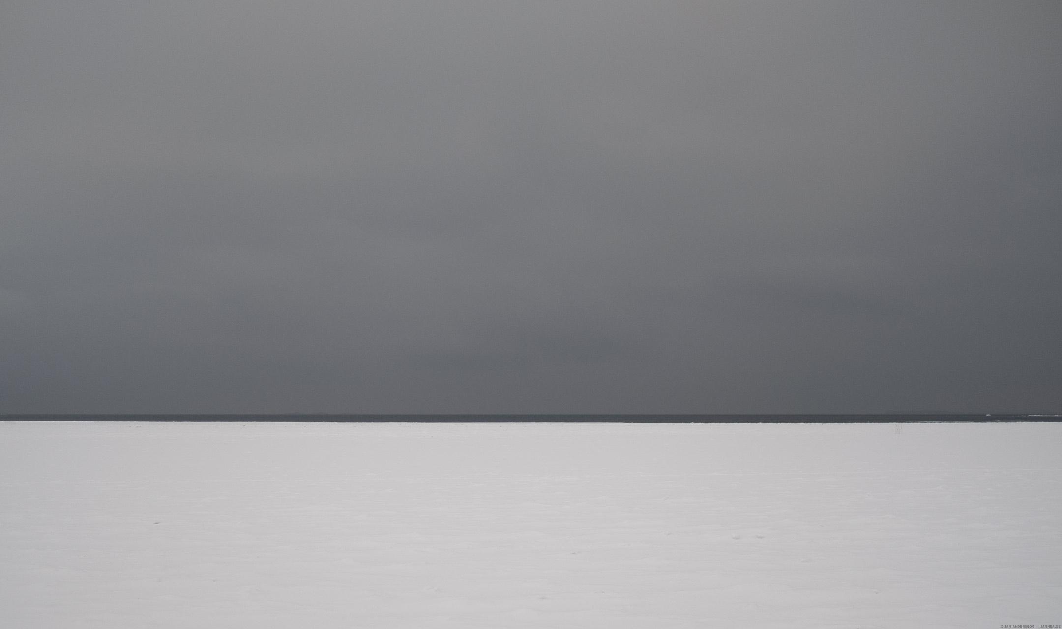 Utsikten från Vadstena – över en isig och snöig sjö |© Jan Andersson