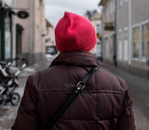 En färgglad tant på en grå dag |© Jan Andersson