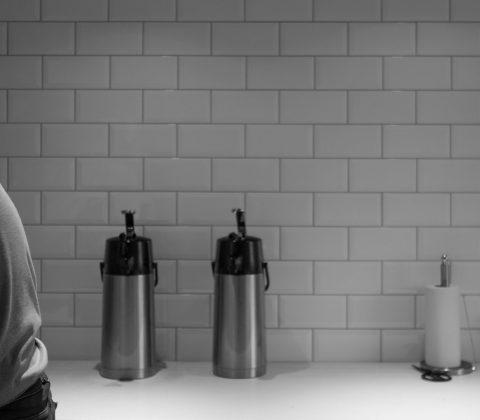 På jobbet händer det att vi pratar om saker som inte berör jobbet | © Jan Andersson