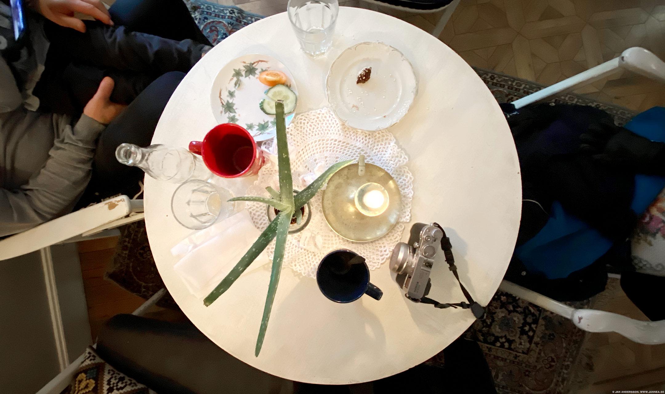Fika (subst./verb), umgängesform, vanligen med kaffe och bakverk