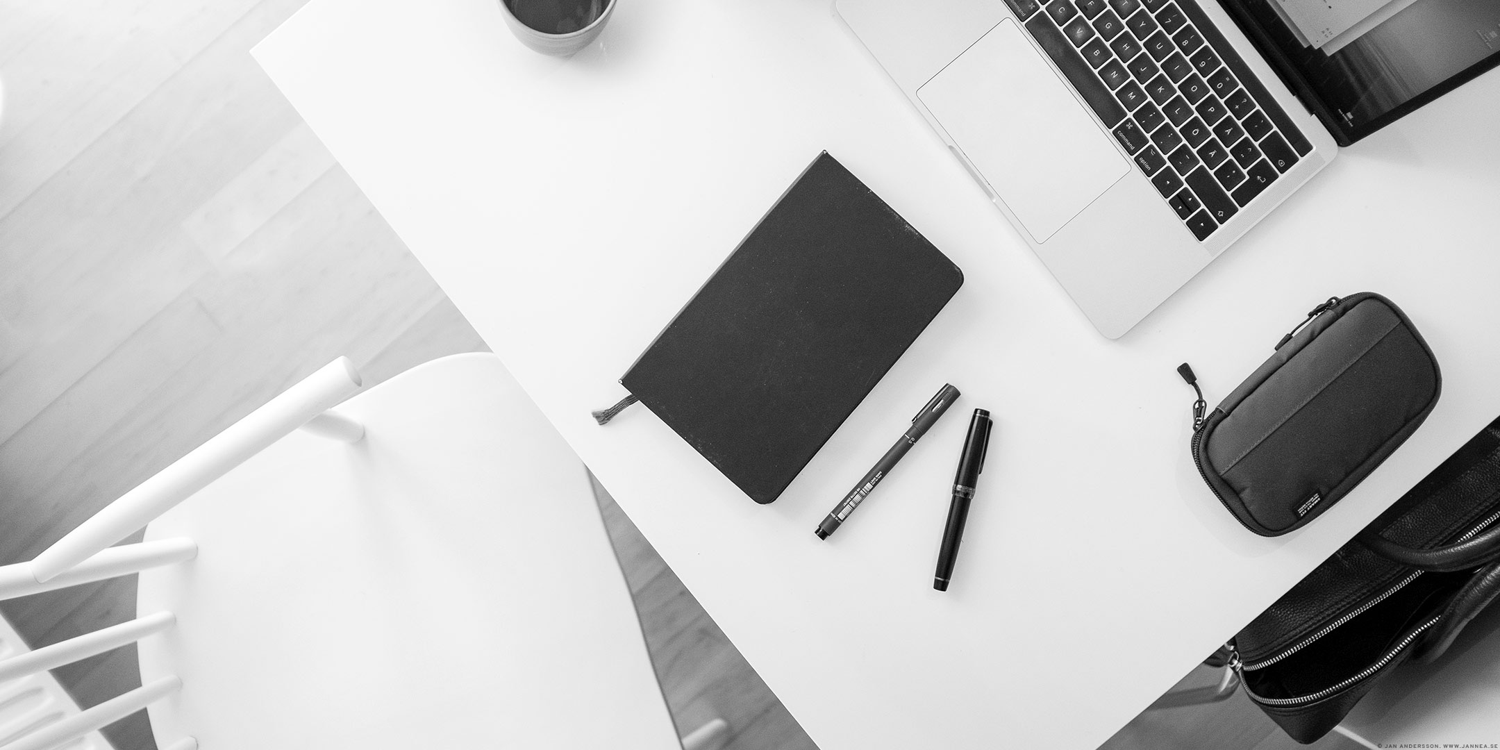 Det där att sitta hemma och jobba har både för- och nackdelar