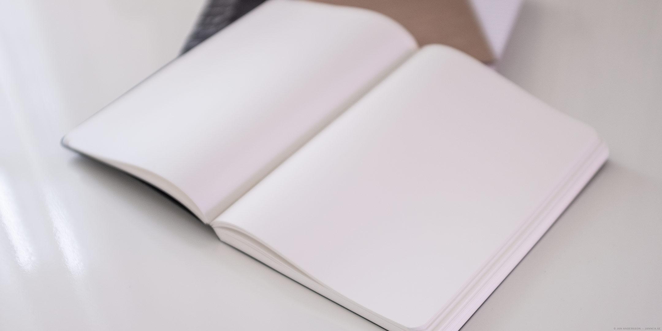 En bok med blanka sidor